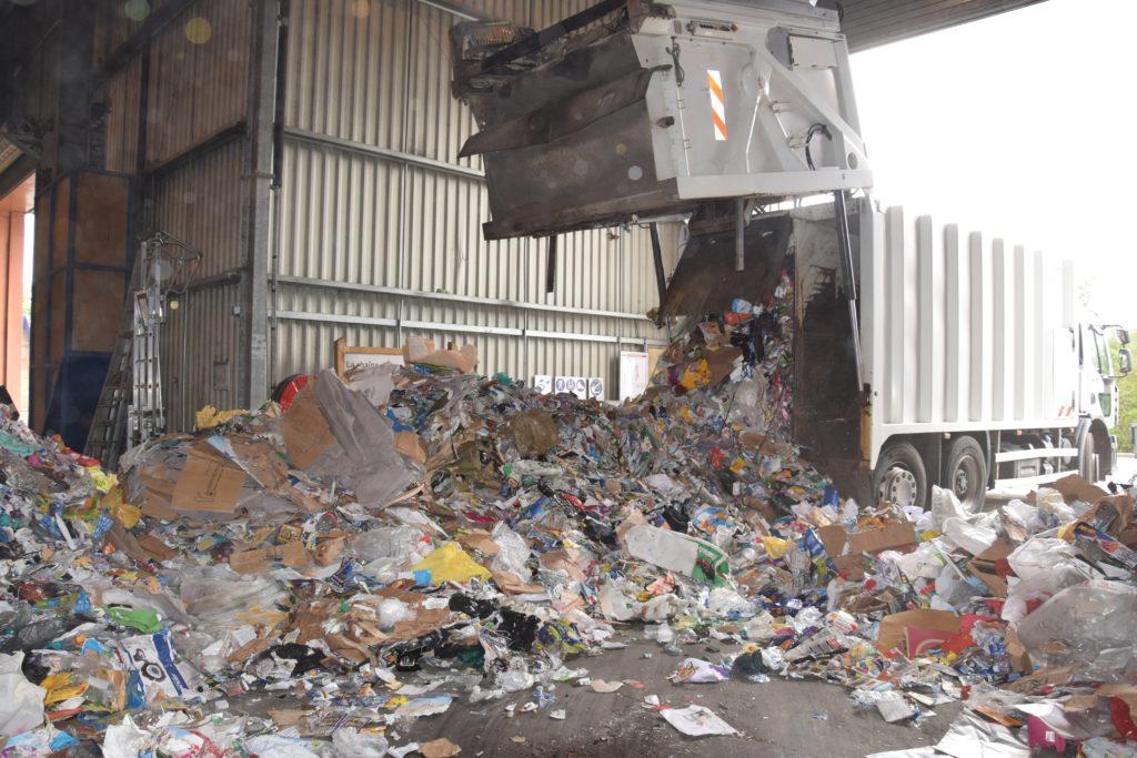 DSC 0202 Le tri des emballages recyclables SMICOTOM 33